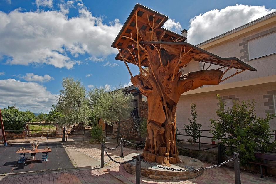 Traveler España invita a sus lectores a conocer la ruta por los árboles tallados en el Bierzo 1