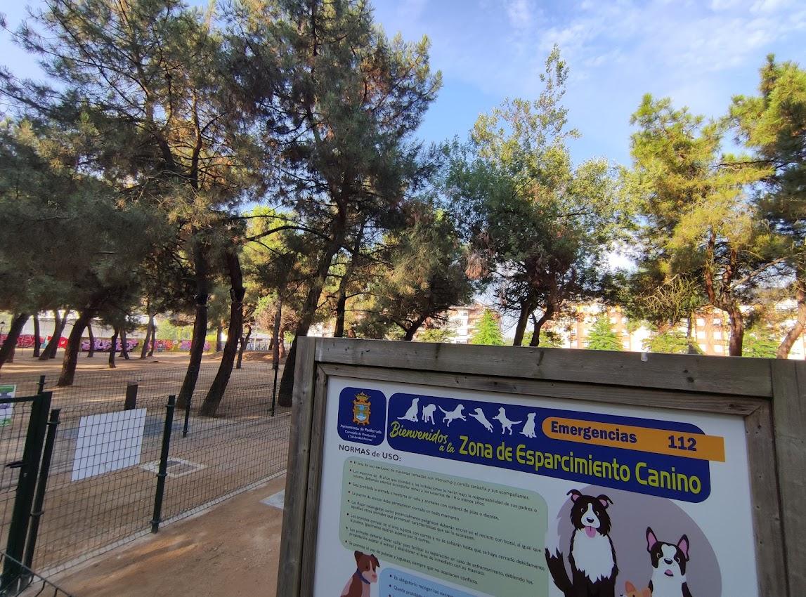 Ponferrada renueva y amplia el área de esparcimiento para perros del Parque del Temple 1