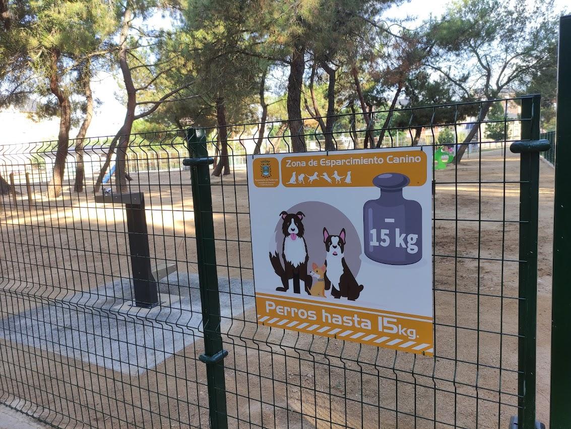 Ponferrada renueva y amplia el área de esparcimiento para perros del Parque del Temple 3