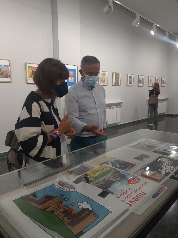 La cartelería del Castillo de los Templarios sirve como inspiración para una nueva exposición en La Biblioteca de Ponferrada 2