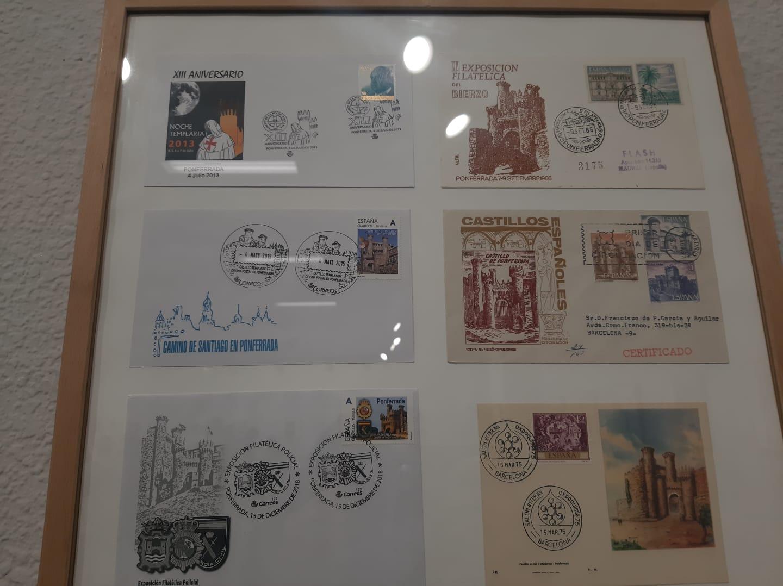 La cartelería del Castillo de los Templarios sirve como inspiración para una nueva exposición en La Biblioteca de Ponferrada 8