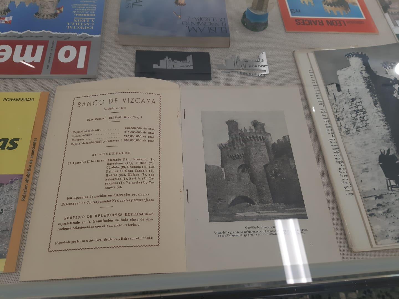 La cartelería del Castillo de los Templarios sirve como inspiración para una nueva exposición en La Biblioteca de Ponferrada 9
