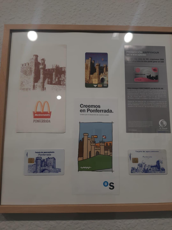La cartelería del Castillo de los Templarios sirve como inspiración para una nueva exposición en La Biblioteca de Ponferrada 11