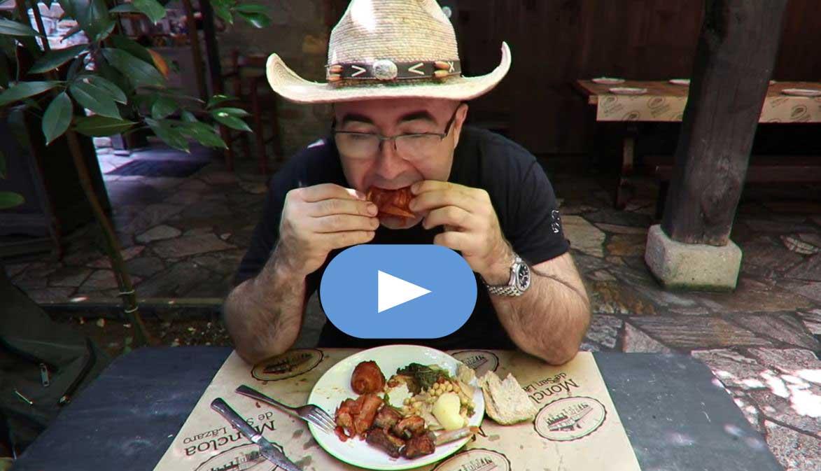 EL conocido youtuber Sezar Blue, relata en su canal (300 mil seguidores) la experiencia gourmet en La Moncloa de Cacabelos 1