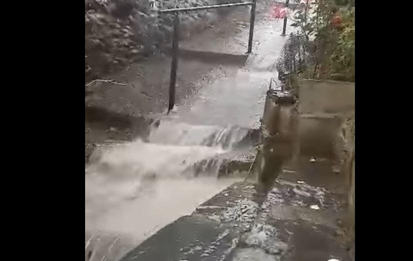 Una impresionante tromba de agua cae sobre el Valle de Fornela. VÍDEO 1