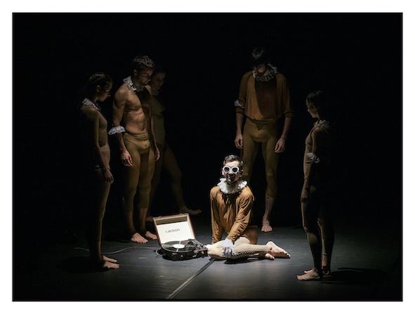 """Dantzaz Konpainia presenta en """"Bat"""" tres piezas cortas que buscan hacer amar la danza contemporánea 1"""