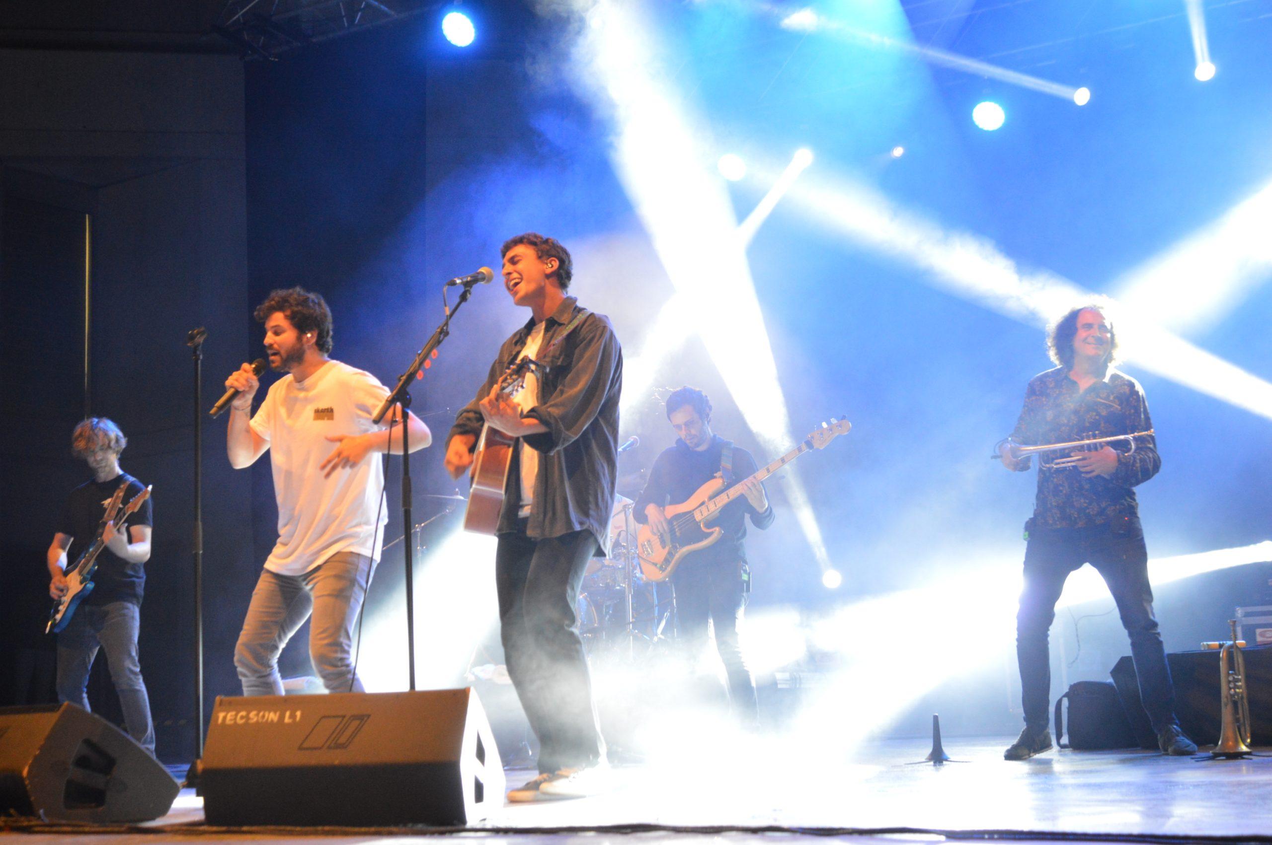 Taburete se entrega a su público en Ponferrada y dan la alternativa al ponferradino Pravlenha 13