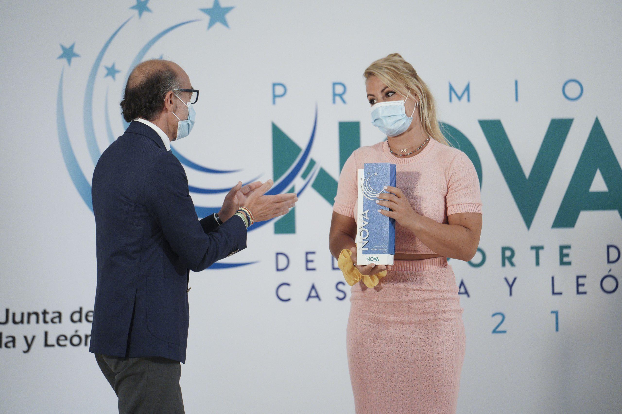 Lydia Valentín recibe el premio Victoria a la mejor deportista de Castilla y León 1