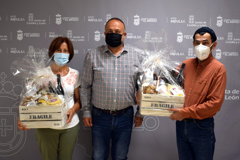 El presidente del Consejo Comarcal hace entrega de las cestas sorteadas en las últimas ferias 'Apostando por el Bierzo, Naturalmente' 1