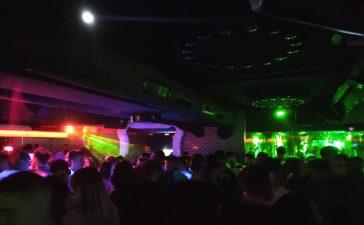 Los jóvenes ponferradinos vuelven a las discotecas tras la pandemia 2