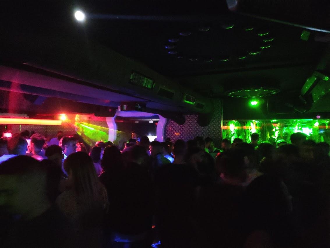 Los jóvenes ponferradinos vuelven a las discotecas tras la pandemia 1